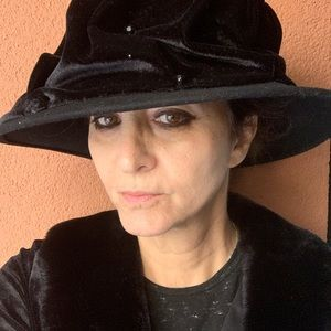NWT Betmar Black Velvet Cloche Hat